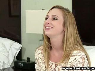 Teensdoporn bonita jovem grávida empregada de mesa primeiro tempo porno casting entrevista