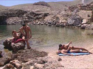 Sexig blondes körd vid grekiska island video-