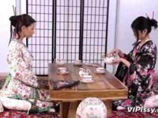 Kısa saç geisha sluts spray her diğer ile warm piss ve kullanım