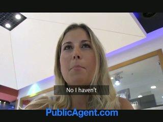 Yang seks agent adalah bertuah kepada fuck yang si rambut perang babe dalam kereta