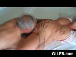 Grand-père licking grandmas mature chatte