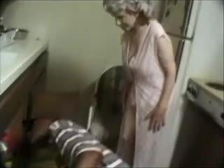 Min mormor med en svart dude