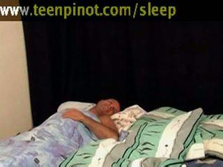 Mädchen beauty gefickt während schlafen