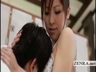 Pechugona japonesa sultress harumi asano has tetitas suckled