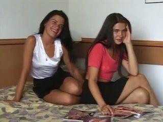حقيقي و حار twin sisters got عار