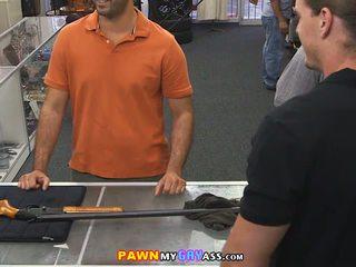 Knallen ein service mann im die pawn büro
