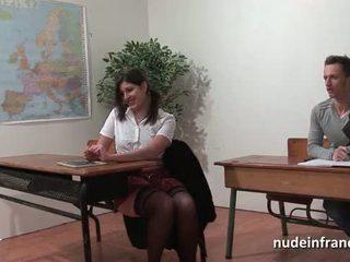 Seksowne francuskie arab student tyłek fucked w threeway przez jej classmates