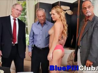 Tugjob gangbanged tarafından 3 eski grandpas