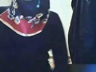 Video - hijab gadis menunjukkan bokong di webcam
