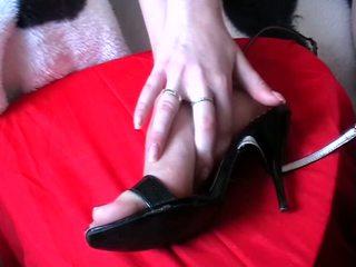Merangsang dengan kaki air mani sepatu video