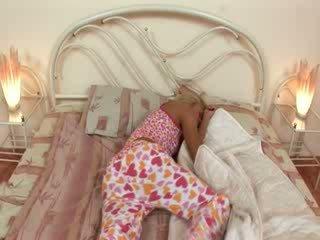 Blondie jerkingoff larg para një gjumë