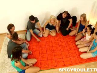 Spicy roulette: søt tenåringer kjærlighet stor orgier