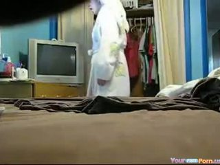 Naked roommate kejiret on hid cam
