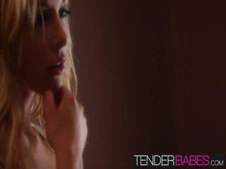 anda blondes berkualiti, bagus tetek besar besar, lebih melancap dalam talian