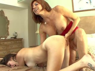 Barmfager stemor seduces tenåring til pussylicking: gratis porno a7