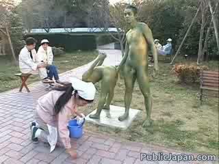 এশিয়ান মডেল হয় একটি statue getting কিছু যৌন