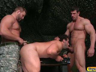 Gay trío en la bootcamp