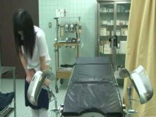 Ученичка подмамени от gynecologist