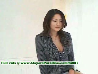 Risa innocent kínai lány gives egy aranyos leszopás hogy neki guy