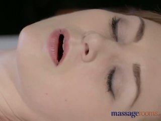 按摩 rooms 美麗 蒼白 skinned 媽媽 squirts 為 該 很 第一 時間 - 色情 視頻 901