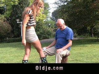 노인들 fellow cleans teenaged pusy
