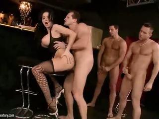 Καυλωμένος/η aletta ocean γαμήσι με τρία guys