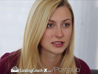 Talentsuche couch-x blond cheerleader shows ab auf kamera