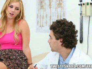 Lexi belle visits dela médico
