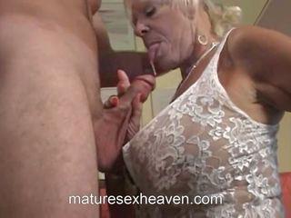 老 女士 does 她的 邻居, 自由 该 swinging 奶奶 高清晰度 色情