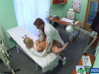 Τσέχικο ξανθός/ιά με μεγάλος βυζιά wants να είναι ένα νοσοκόμα
