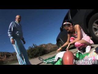 Napalone brunetka amai liu ujeżdżanie a lengthy boner