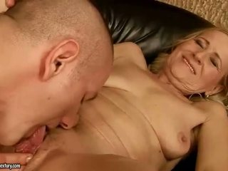 Sensuous grandmother dicklicking e making amore youthful snake