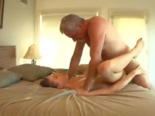 Stor pikk daddy fucks den barnevakt, gratis porno 33