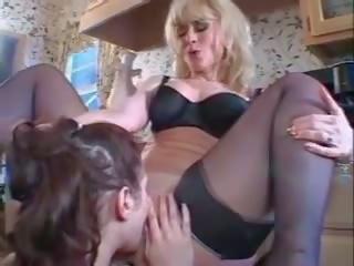 Nina hartley-ariana jollee - äldre kvinnor younger kvinnor 4