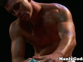 Closeup gei rimming koos muscular paar
