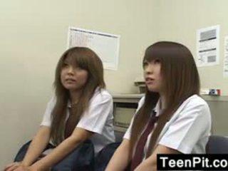 Japans schoolgirls krijgen zwart mailed