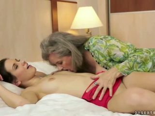 pissing, granny, lesbian