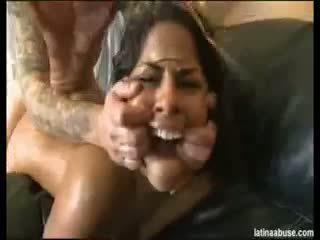 امرأة سمراء, اللسان, لاتينية