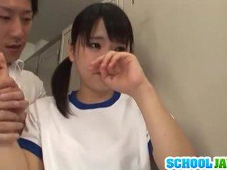 Japanisch mieze tsuna nakamura ist gefickt von two guys