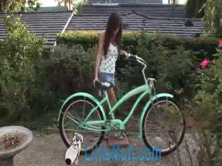 April oneil screws the bike! dodano 02 18 2010