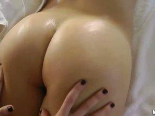 brünette, erotische massage, massage zimmer