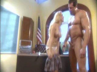 금발의 aiden starr blowing a 대규모 pipe 과 receives 그녀의 젖은 hole licked