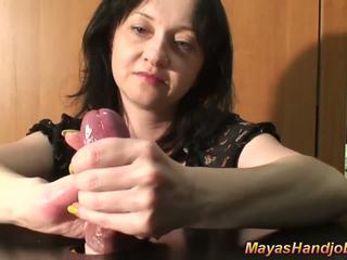 Locekļa un olu mocīšana ar captive dzimumloceklis un bumbas
