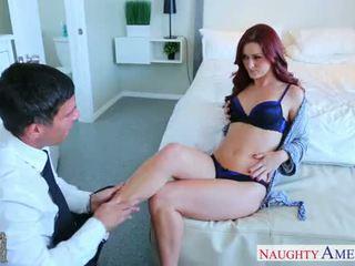 섹시한 여자 친구 에 높은 발 뒤꿈치 karlie montana 빌어 먹을