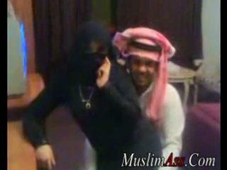 Niqab scandal 비디오