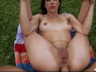 Shaved twat gf tries out analsex outdoor