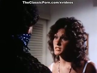 Linda lovelace, harry reems, dolly sharp σε κλασσικό πορνό θέση