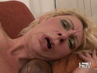 Blondine rijpere nailed in de bips door groot zwart lul