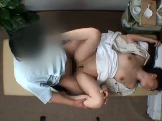 Mosaic; reluctant istri seduced oleh masseur