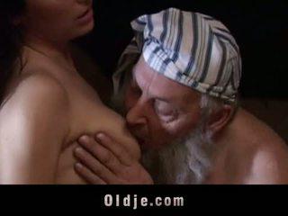 morena, abuelita, bebé